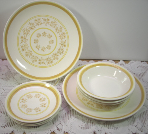 Jeannette Royal China Queens Lace 1 Dinner Plate 1 Salad Plate 2